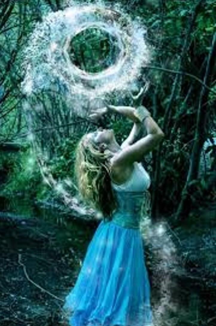 Какие духи подходят женщине водолею