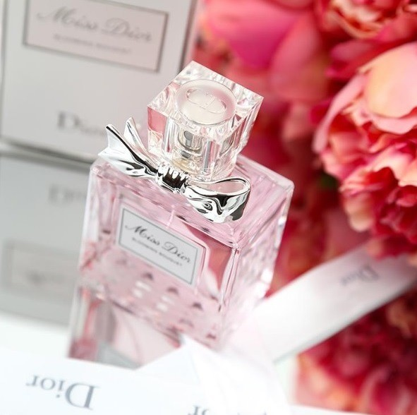 Топовый аромат от кутюр Christian Dior Мисс Диор